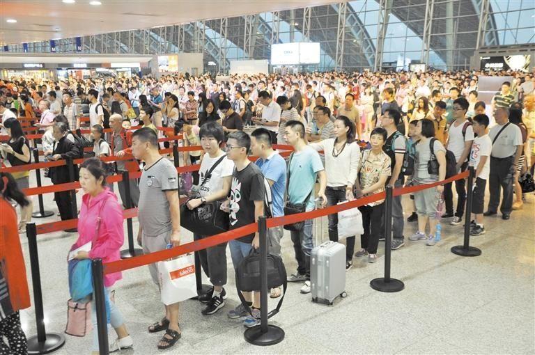 端午节假期首日逾14万人来往成都
