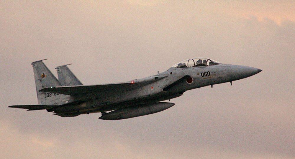 日本两架战机差点和民用飞机相撞