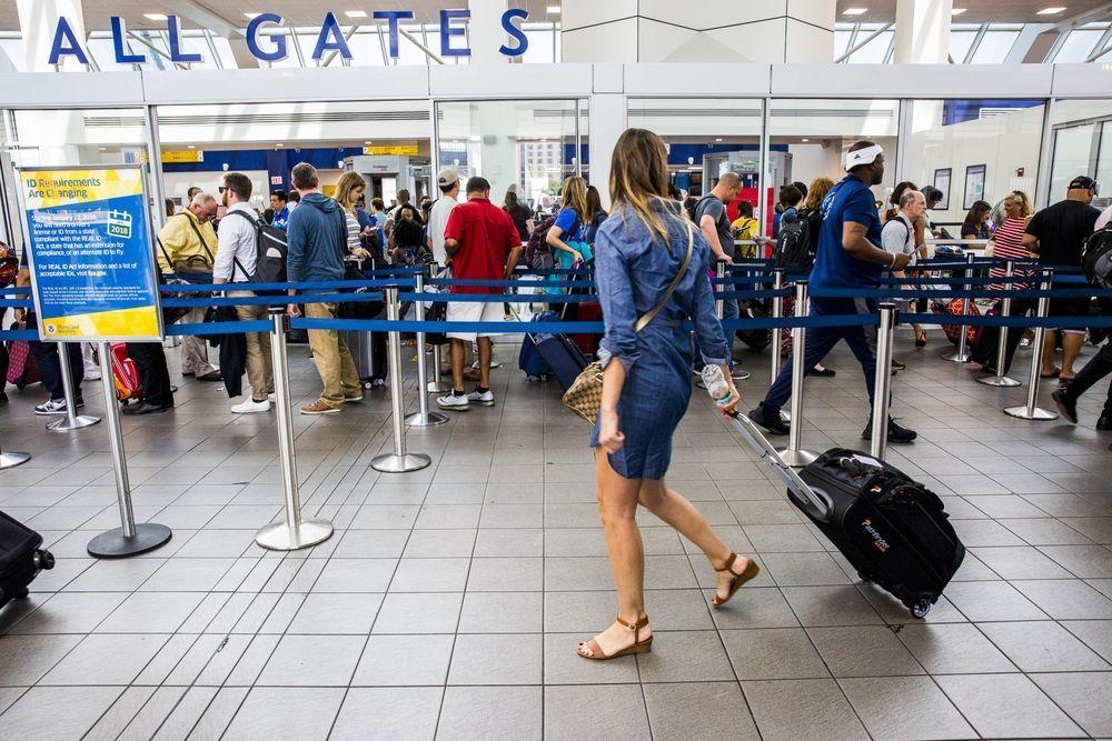 为应对旅游热潮 美国机场斥巨资开展翻新工程