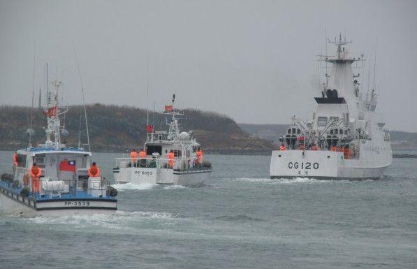 大陆渔船澎湖海域倾覆 台湾直升机赴现场救援
