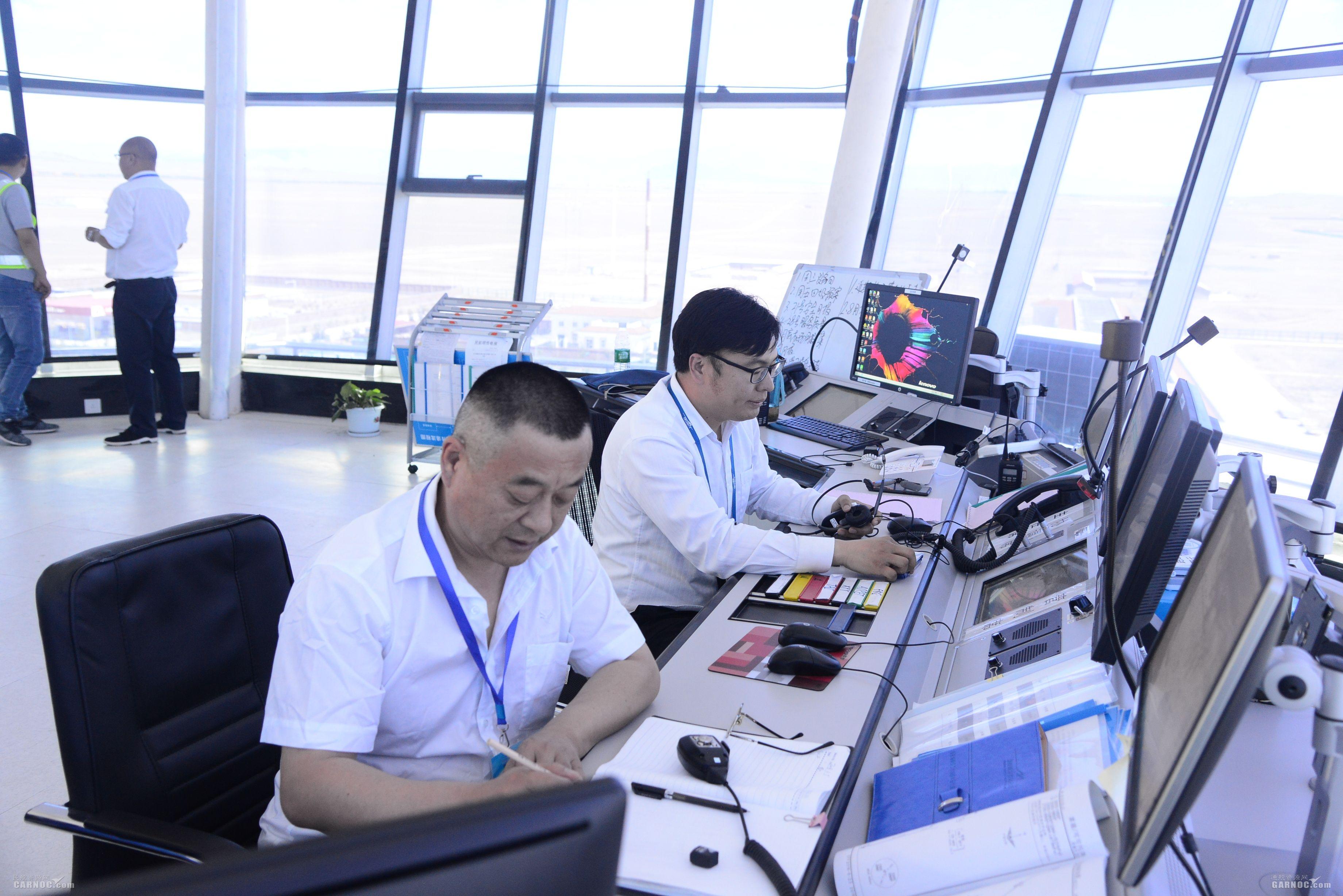 富蕴机场塔台与天翔航院运控管制进行交流活动