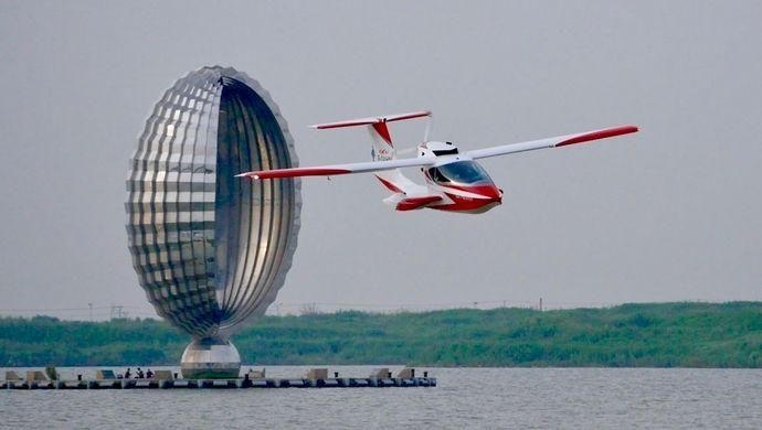 """水陆两栖运动飞机""""风翎号""""在上海完成首飞"""