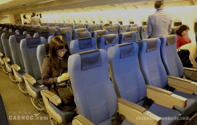 腿部空间先不说 乘客抱怨座位宽度也越来越窄