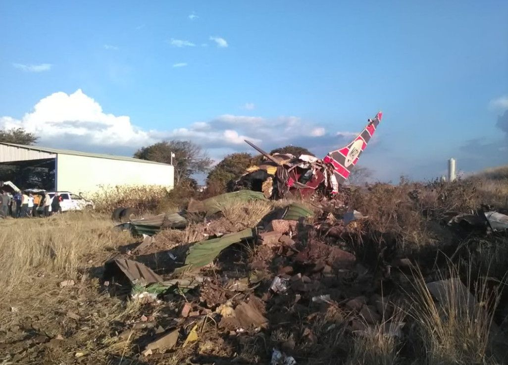 一架小型飞机在南非坠毁 至少1人死亡20人受伤