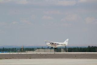 华飞通航、容商通航在张掖丹霞机场开展训练飞行