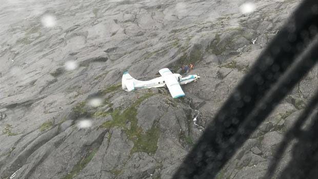 美国一架观光飞机坠落 机上11人全部奇迹生还