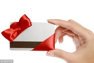 办张卡?美联航机组人员将变身信用卡推销员