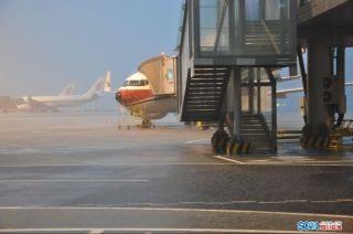 成都机场因雷暴天气现大面积航班延误