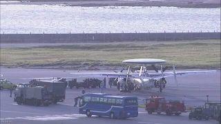 日本航空自卫队E2C预警机着陆后爆胎