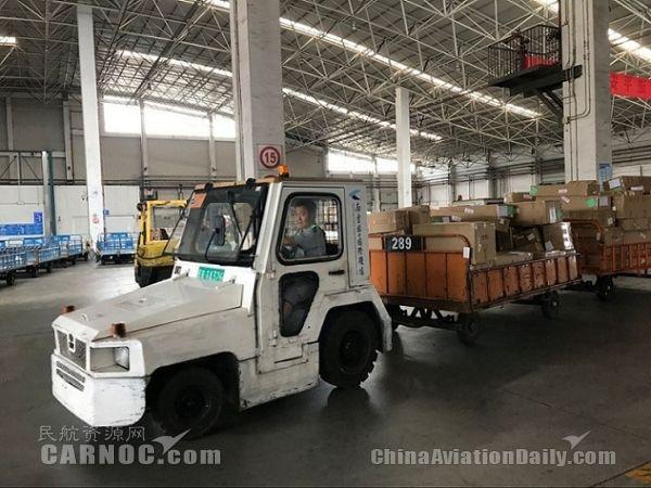 国际货�9ak9c_图:南京机场:c1国际货运站:高温天气出港国际货物装箱国际货邮将在