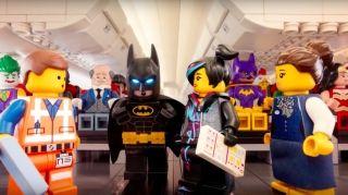 乐高DC名角逗趣演绎乘机安全要点 你认出了几个?