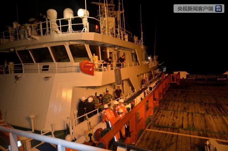 一渔船在浙江海域遇险 3架次直升机参与救援
