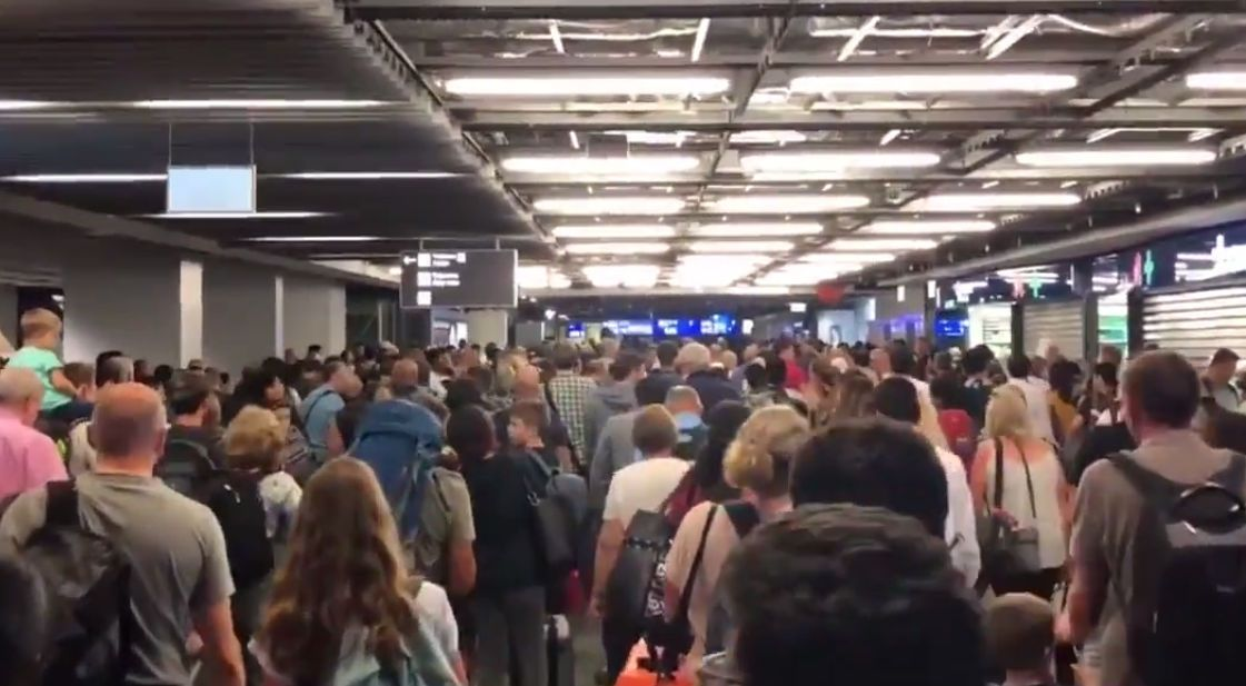 德国最大机场因安检失误疏散上万旅客