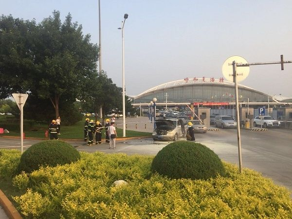 呼和浩特机场消防快速处置车辆自燃