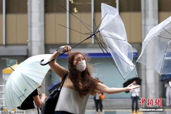 """台风""""珊珊""""即将登陆日本 160多趟航班取消"""