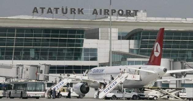 视频:摩洛哥皇家航空飞机滑行时撞上土航飞机