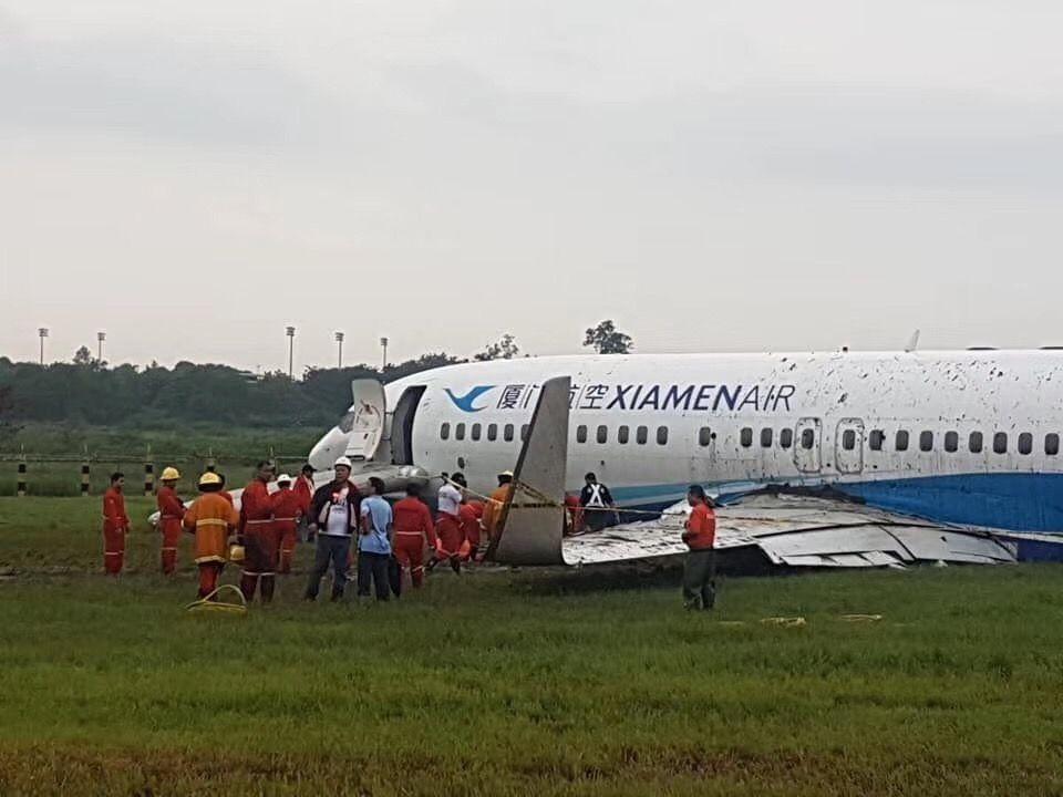 厦航客机马尼拉机场降落时冲出跑道 无人受伤