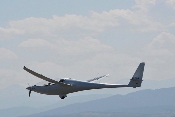 第二架太阳能电动飞机首次试飞