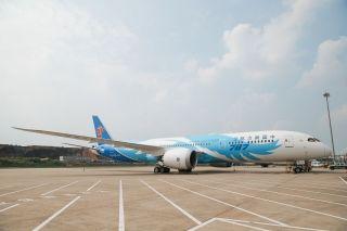南航首架三舱布局787-9入列