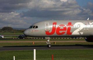 Jet2客机襟翼出故障 机长全速降落全员得救