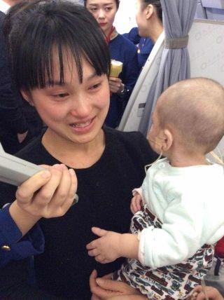 爱心接力:两年前成都航空跨年夜航班的小糖宝
