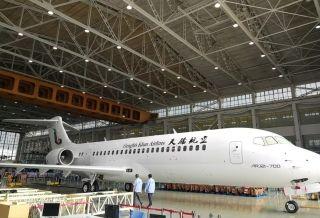 天骄航空首架ARJ21型飞机外部喷涂基本结束