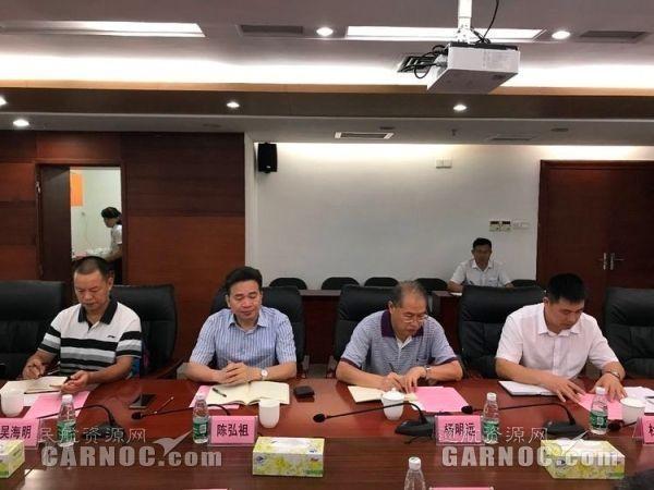 与湛江市政府领导深入探讨水上飞机项目。