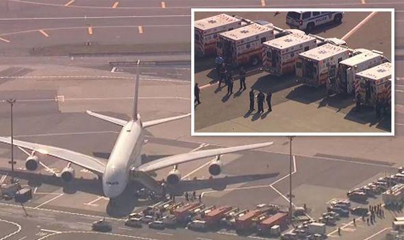图:阿联酋客机被隔离  图片来源:《每日快报》