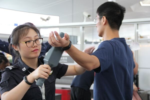记南京机场安检暑运保障261万旅客的背后故事