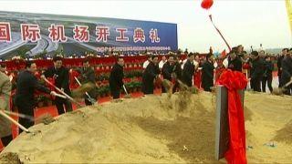2008年12月19日上午国土资源部、国家民航局、省市有关领导,为合肥新桥国际机场建设工程培土奠基。