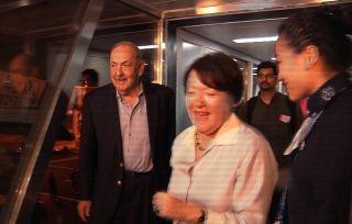5月30日凌晨,来自纽约的史密斯夫妇成为首先到达新桥机场的旅客。