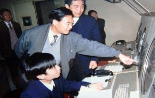 1994年10月22日,总局副局长闫志祥视察民航安徽省局