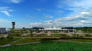 池州九华山机场于2009年8月开工建设,2013年2月完成校飞、4月完成试飞,6月通过行业验收。2013年7月29日,机场正式通航。