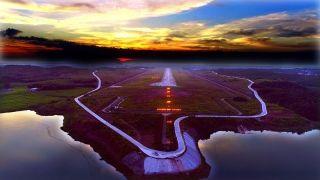 机场占地2400亩,近期飞行区规划等级为4C,航站楼面积11700㎡一条跑道2400m×45m,共设5个机位。可起降B737系列和A320系列飞机,远期飞行区规划等级为4D。