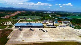 五年来,年旅客吞吐量由2013年的6.3万人次增至2017年的47.5万人次,2018年将突破50万人次,货邮从无到有,2015年完成货邮吞吐量22.4吨,2018年将达到450吨。 在九华山机场投入运力的航空公司由通航当年的2家增至目前的7家,通航城市10个。
