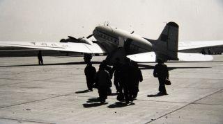 1957年1月1日,一架苏制里-2飞机从合肥三里街机场腾空而起,上海经合肥、徐州至北京航线正式开通,标志着合肥三里街机场正式通航当年运送旅客61.5人次,货邮4公斤。