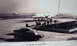 60年代初的三里街机场。停机坪上是伊尔-14飞机。伊尔-14、里-2、运-5是三里街机场的主力机型。