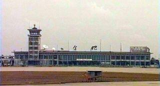 七十年代的骆岗机场航站楼是合肥标志性建筑,曾作为合肥的标志占据中央电视台天气预报节目十多年。