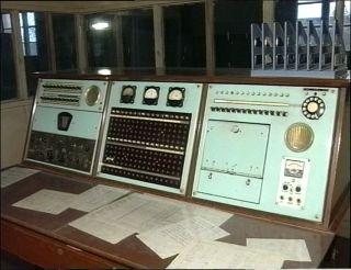 八十年代老式的通讯设备。