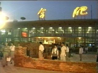 骆岗机场改扩建在不停航的情况下进行。