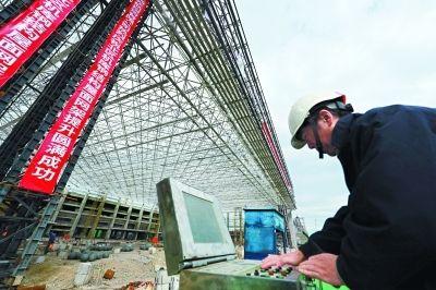 北京大兴国际机场东航机库封顶