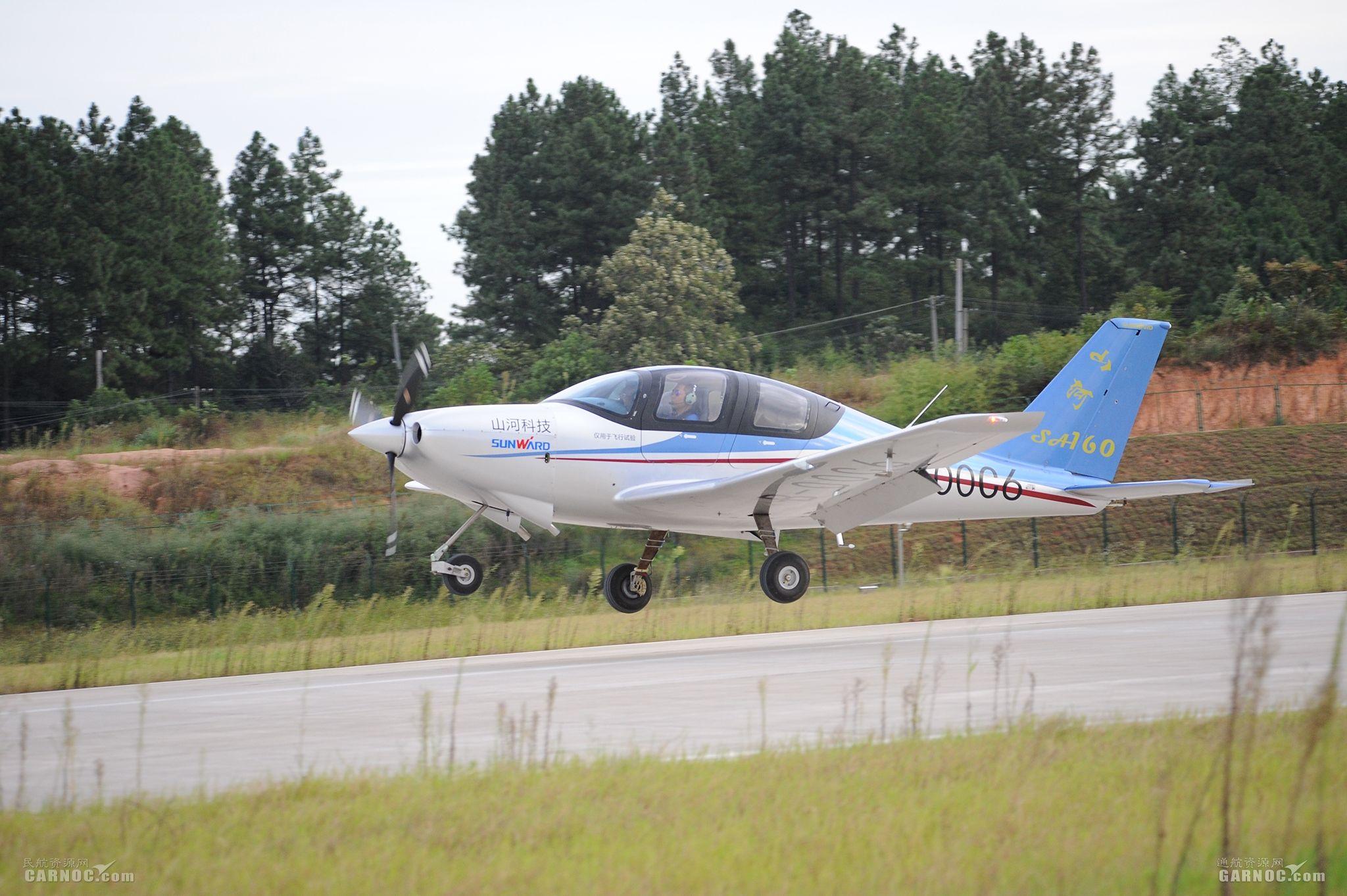 国产首款全复合材料五座飞机SA160L成功首飞
