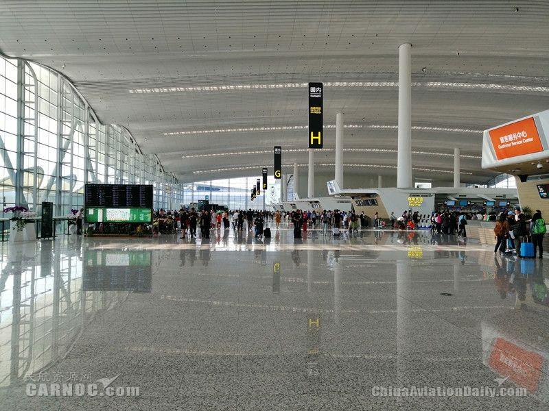 白云机场双子航站楼迎春运 旅客出行请注意