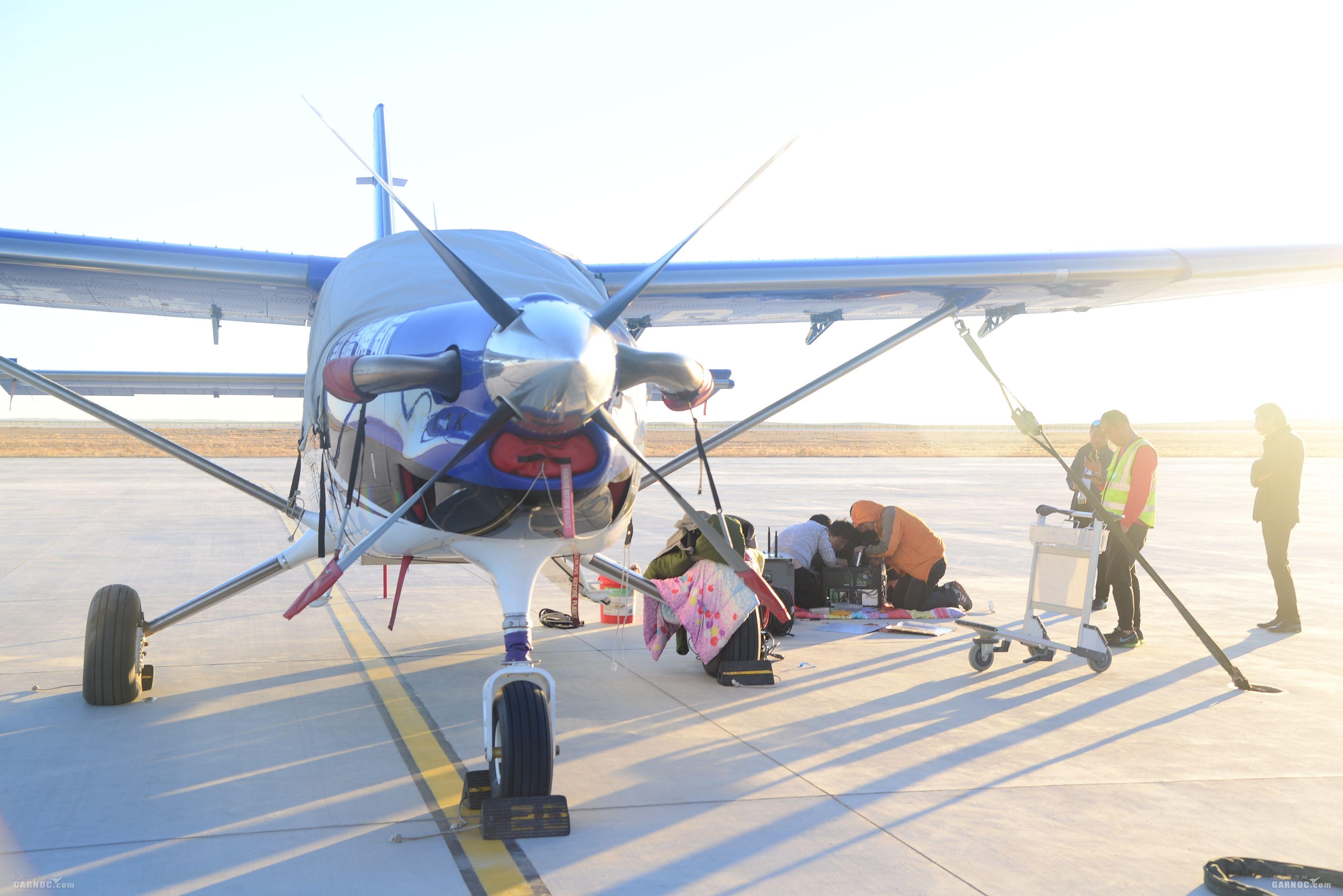 富蕴机场保障新疆通航开展飞机机载设备安装