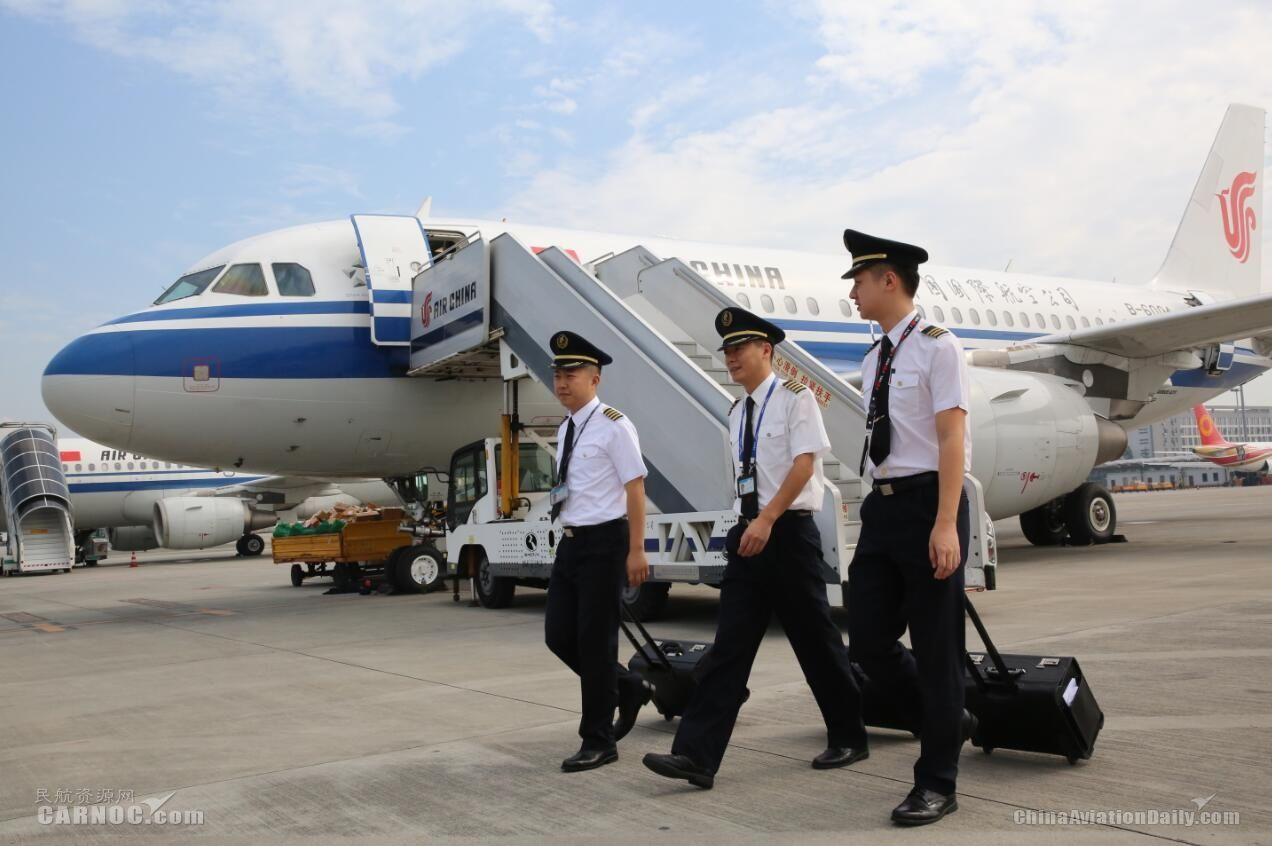 """国航西南飞行部顺利完成""""十一""""航班生产任务"""
