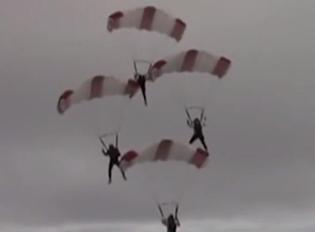 澳海湾两跳伞员高空相撞坠落 冷静求生幸免于难