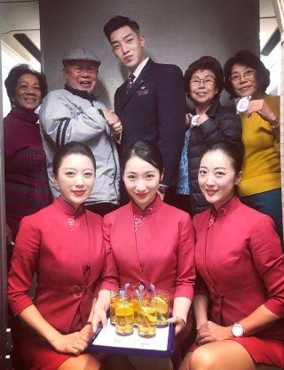 东航客舱系统开展重阳节凌燕特色航班活动