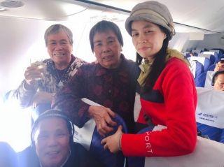 南航新疆:菊香漫客舱,爱满重阳节