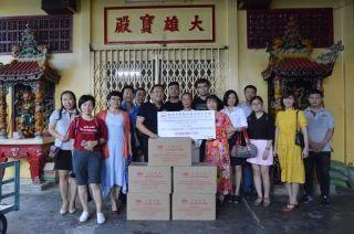 东航胡志明营业部会同越南中商会慰问老人院