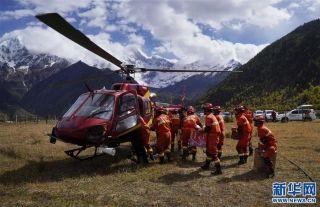 雅江堰塞湖區:雪山腳下的空中救援